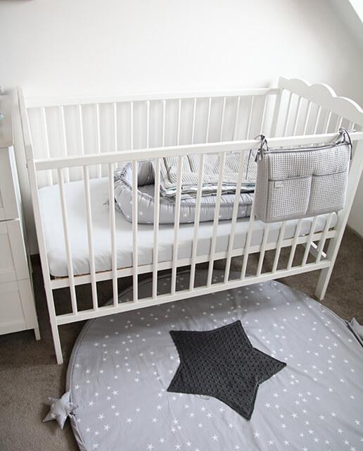 Łóżeczko dla chłopca niemowlaka